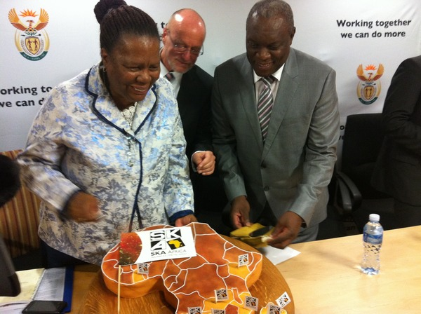 Minister Naledi Pandor celebrating the SKA site announcement