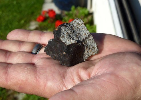 The meteorite which broke through the roof of the Comette family