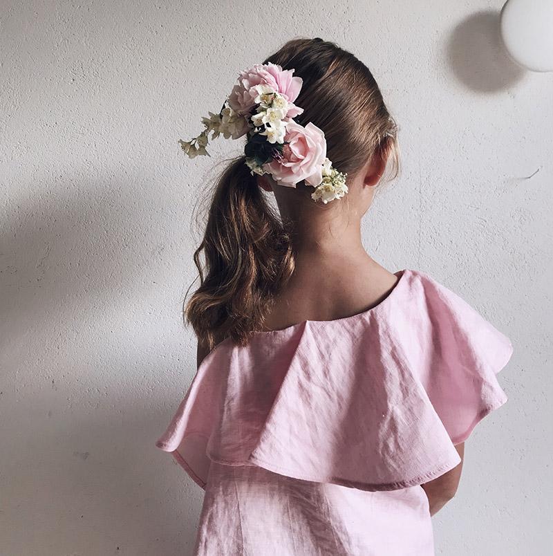 Blommor i håret till Midsommar