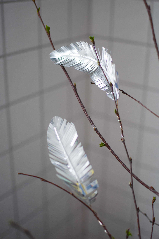 Påskfjädrar - fjädrar av metall