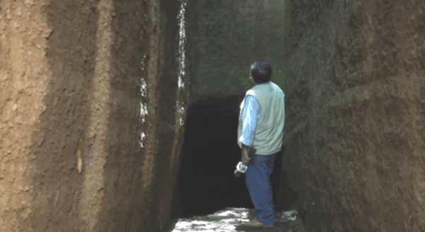 Santiago Sanchez, brebis du Seigneur, a de la suite dans les idées. Il y a 18 ans, Dieu lui a dit de creuser un trou. Et désormais, c'est ce qu'il fait chaque jour.