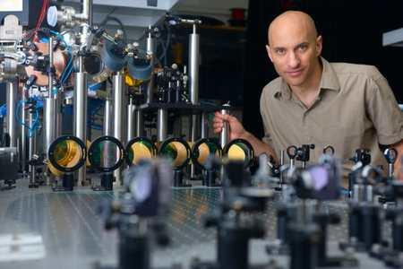 Jeff Steinhauer a effectué une expérience où on peut voir la radiation Hawking dans un trou noir sonique. Crédit Jeff Steinhauer.