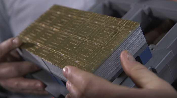 """Un modèle imprimé en 3D d'un module de calcul quantique """"autonome"""" pour créer un ordinateur quantique à grande échelle qui utilise des ions piégés par des micro-ondes - Crédit: Ion Quantum Technology Group, University of Sussex"""