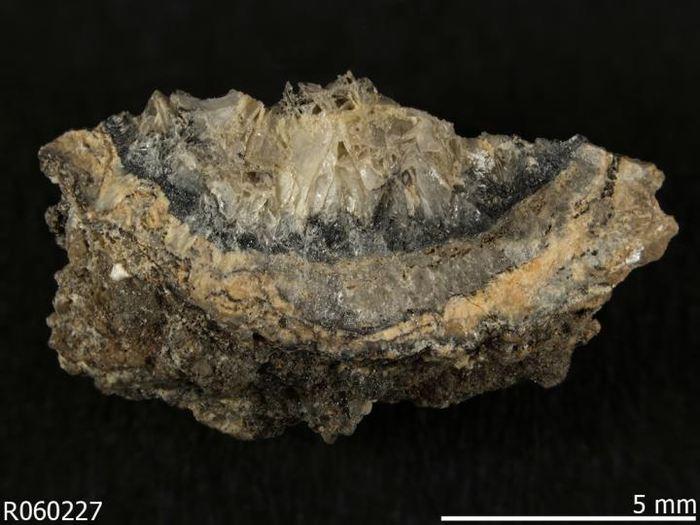 L'Abhurite, un minérai antropogénique, découvert dans l'épave du navire SS Cheerful au large de l'Angleterre - Crédit : RRUFF