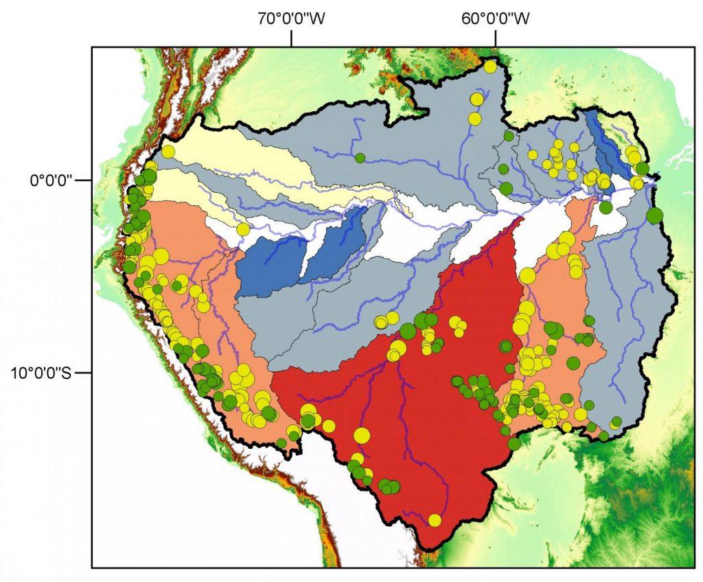 Cette carte montre le Dam Environmental Vulnerability Index (DEVI) de nombreuses zones du bassin de l'Amazone. Le DEVI inclut plusieurs mesures de l'environnement pour montrer la vulnérabilité d'une zone par rapport à un barrage hydraulique. La zone la plus vulnérable est le bassin versant du fleuve Madère (montré en rouge avec une échelle DEVI de 80 à 100) suivi des zones en orange saumon (DEVI de 60 à 80). Les régions en bleu sombre sont les moins vulnérables (avec un DEVI de 0 à 20). Les points verts montrent la localisation de barrages hydrauliques existants ou en construction. Les points jaunes représentent les barrages qui sont prévus - Crédit : Edgardo Latrubesse, The University of Texas at Austin