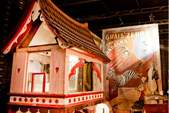 M&O Circus house