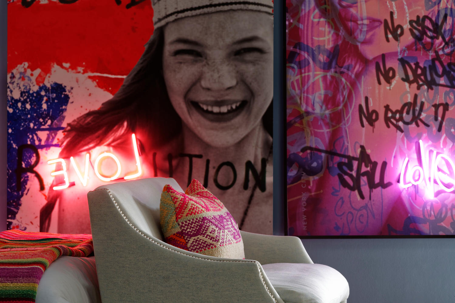 Leto_sofa_3_Seater_in_Wessex_Powder_with_a_Felix_coffee_table_and_Kate_Moss_neon_artwork_