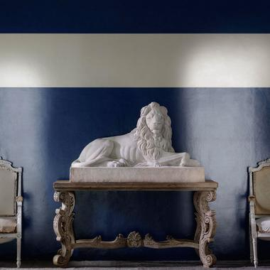 Japan_Navy_Lacquered_Wallpaper_with_Ivory_Stripe_Lifestyle