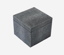 Liza_Box_Grey_Angle_ACC3807