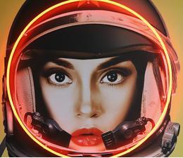 Space_Girl_Black_Detail