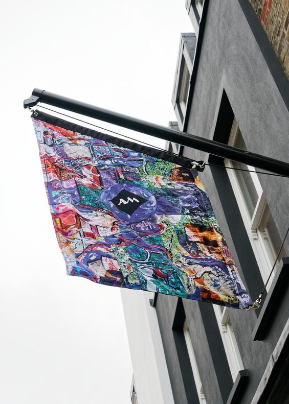walton_street_showroom_supergraphic_flag