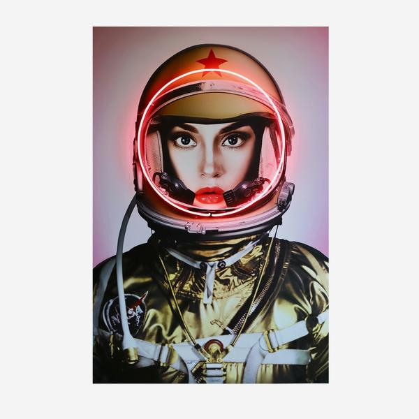 Space_Girl_Neon_Gold
