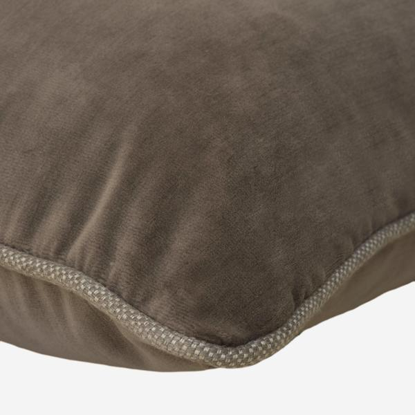 Arundel_Taupe_with_Ossington_Taupe_Piping_Cushion_Detail