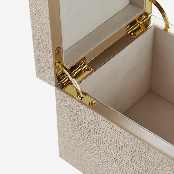 Liza_Box_Cream_Detail_ACC3806