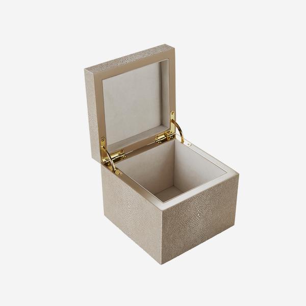 Liza_Box_Cream_Open_ACC3806