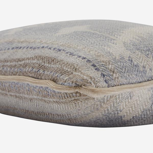 Babylon_Cloud_Cushion_Detail_ACC3901