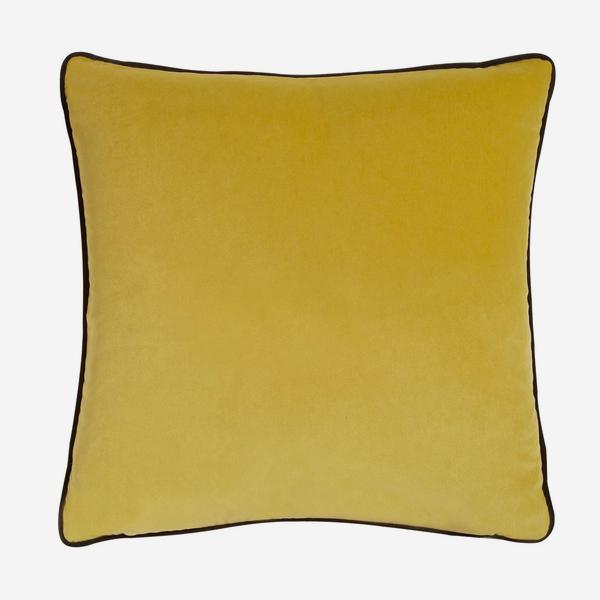 Pelham_Pear_Cushion_with_Chocolate_Piping_ACC2638_