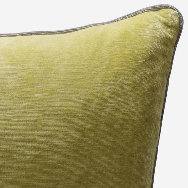 Mossop_Quince_Cushion_with_Storm_Piping_ACC2795_
