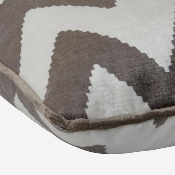 Fitzroy_Grey_Cushion_Detail_ACC2568_