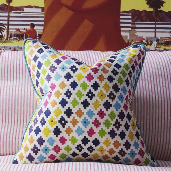 serengeti_multi_cushion_lifestyle