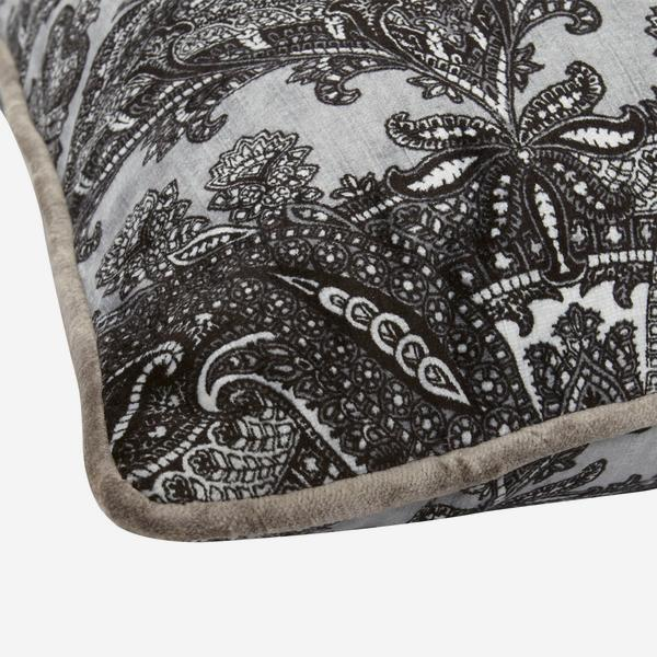 Bohemia_Ebony_Cushion_Detail_ACC2520_