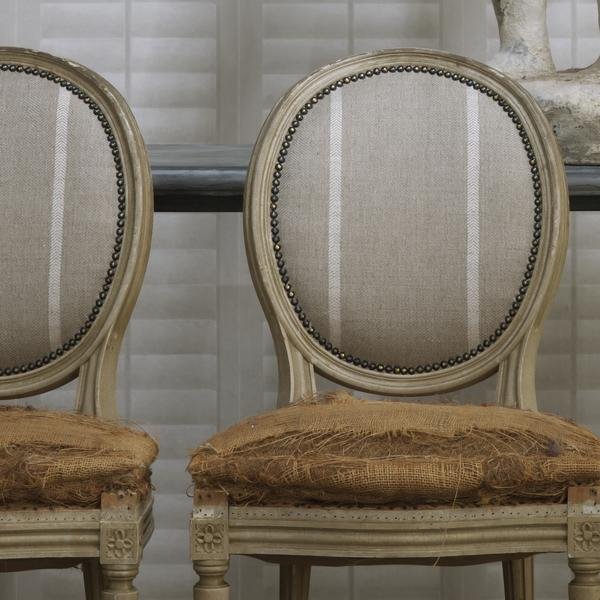 Plantation_Linen_wallpaper_vintage_chairs_in_Cape_White_linen_stripe_fabric_Lifestyle_Close_Up_