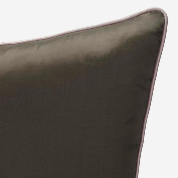 Markham_Chocolate_Cushion_with_Markham_Blush_Piping_ACC2740_