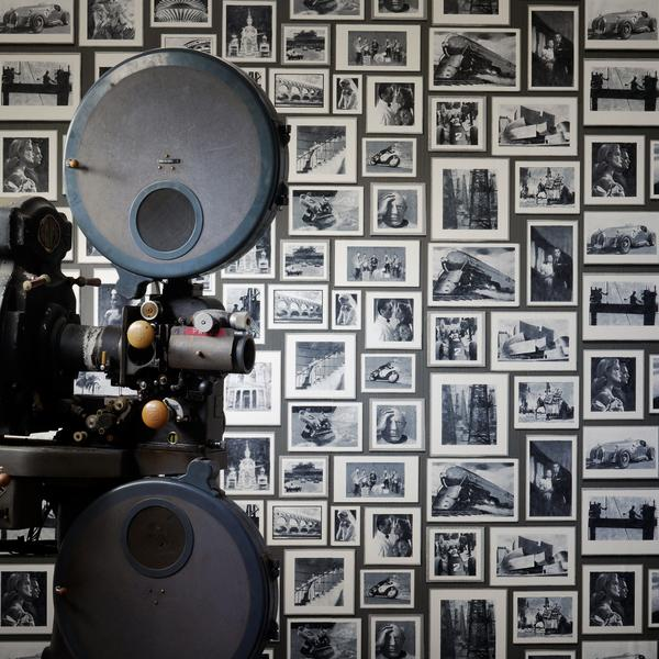 andrew_martin_museum_wallpaper_studio_charcoal_wallpaper_1680px