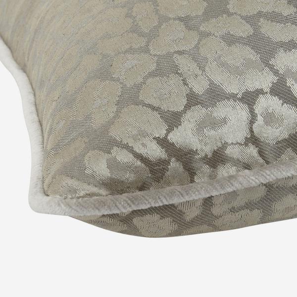 VIP_Taupe_Cushion_Detail_ACC2695_