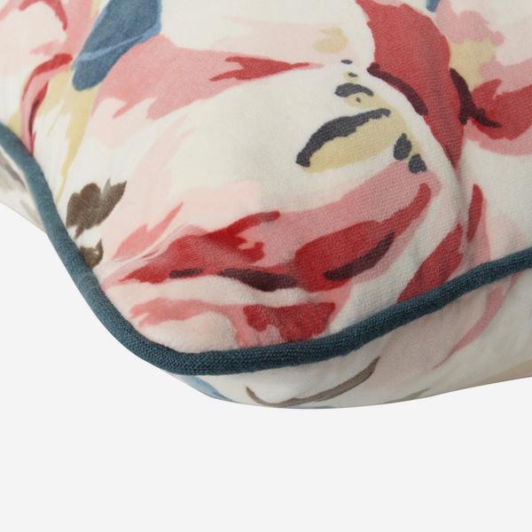 Magnolia_Multi_Cushion_Detail_ACC2584_