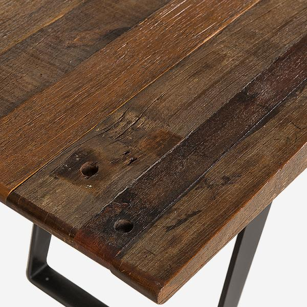 Margot_Desk_Top_Detail_CONS0080_
