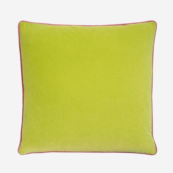 Pelham_Apple_Cushion_with_Gobstopper_Piping_ACC2741_