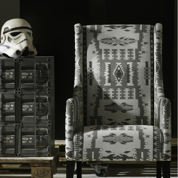 Pluto_Chair_in_Fazenda_Charcoal