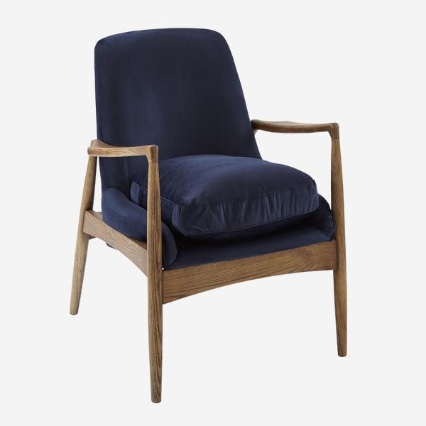 Crispin_Chair_Angle_CH899