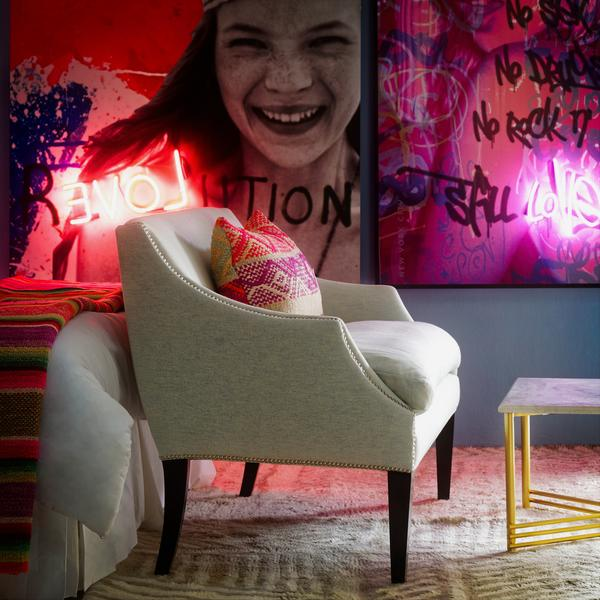 Kate_Moss_Young_Love_Neon_Artwork_Lifestyle