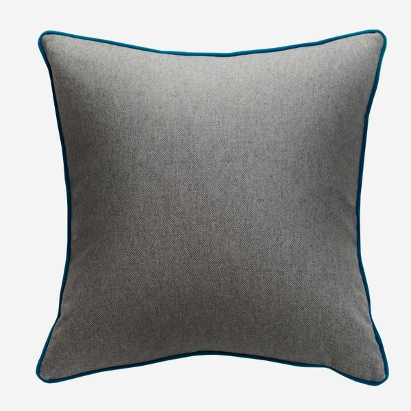 Wessex_Marl_Cushion_with_Pelham_Peacock_Piping_ACC3076