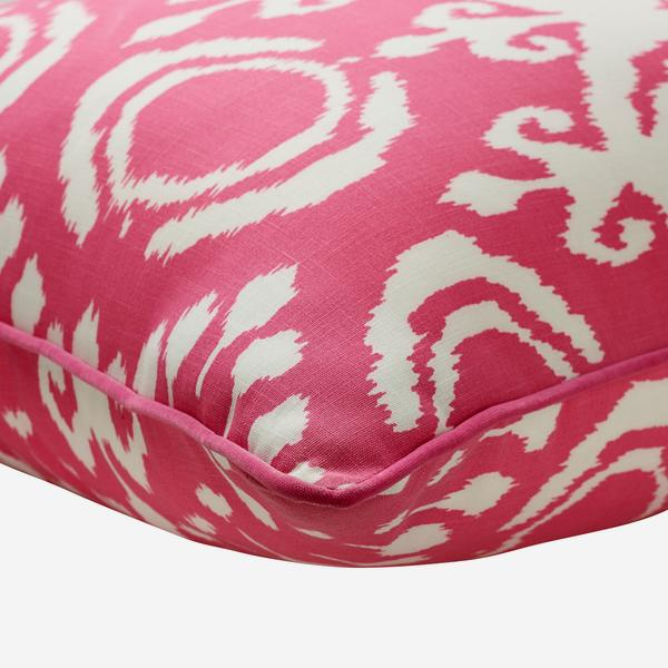 Volcano_Paradise_Outdoor_Cushion_Large_Corner_Detail_ACC3044_