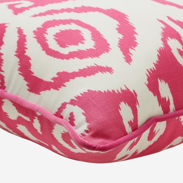 Volcano_Paradise_Outdoor_Cushion_Small_Corner_Detail_ACC3045_
