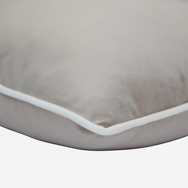 Houdini_Pebble_Milk_Cushion_Detail_ACC3163_