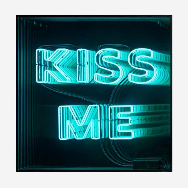 Kiss_Me_Neon_Box