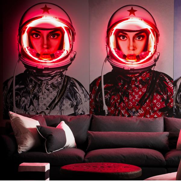Space_Girl_Neons_Lifestyle