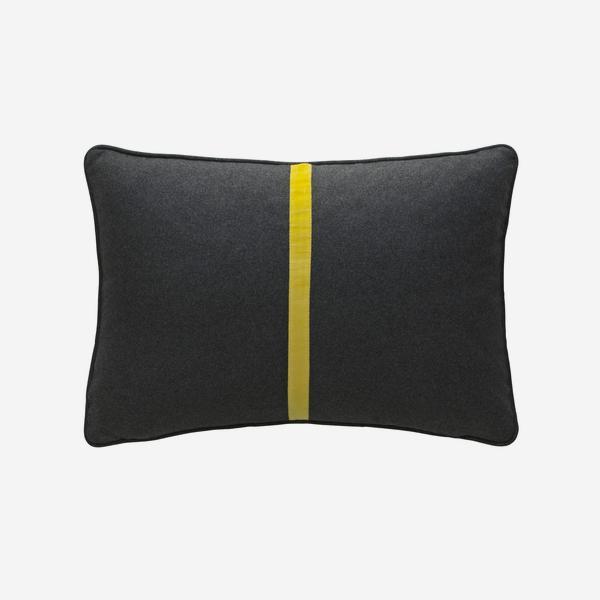 Meteor_Rectangle_Cushion_Banana_Split