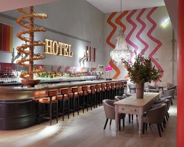 Ham_Yard_Hotel_Dive_Bar