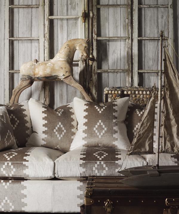 Timber_White_Wallpaper_Lifestyle_2