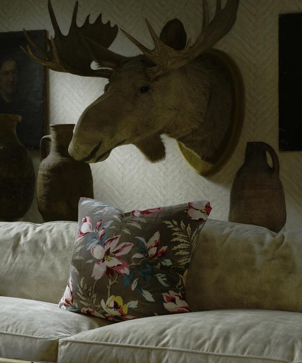 Parquet_Linen_Wallpaper_Cadogan_Sofa_in_Gable_Ivory_Cushion_in_Magnolia_Dark_Taupe