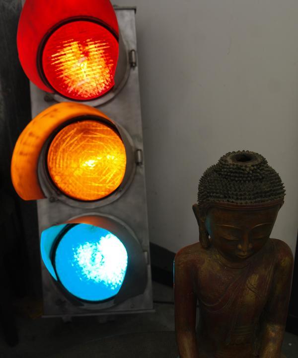 buddha_and_traffic_lights