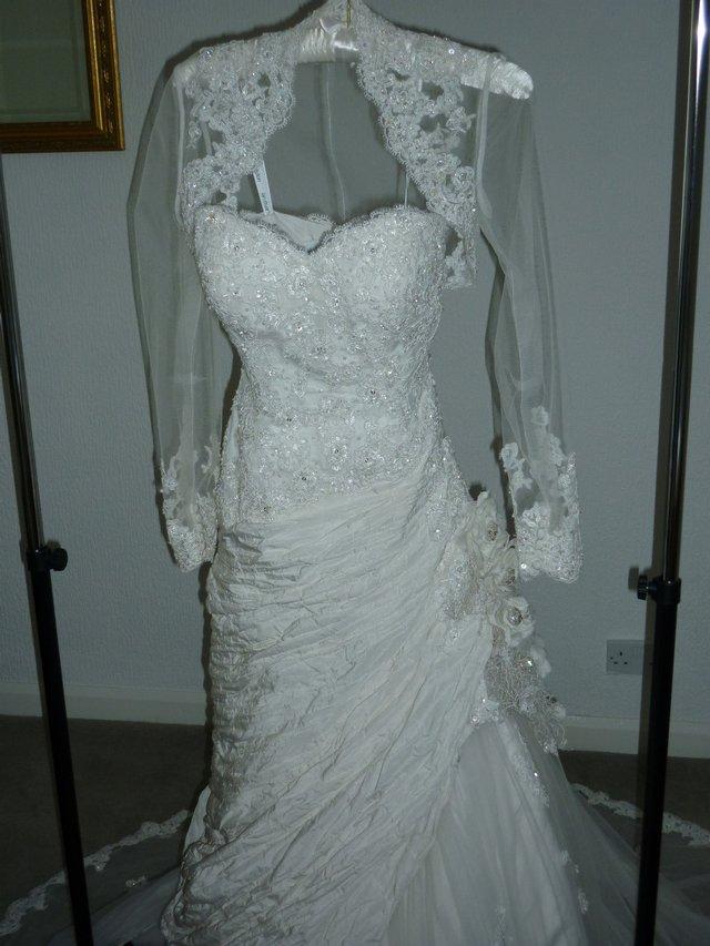 BEAUTIFUL IAN STUART BABETTE WEDDING GOWN sz 8-10 FREE hoop For Sale ...