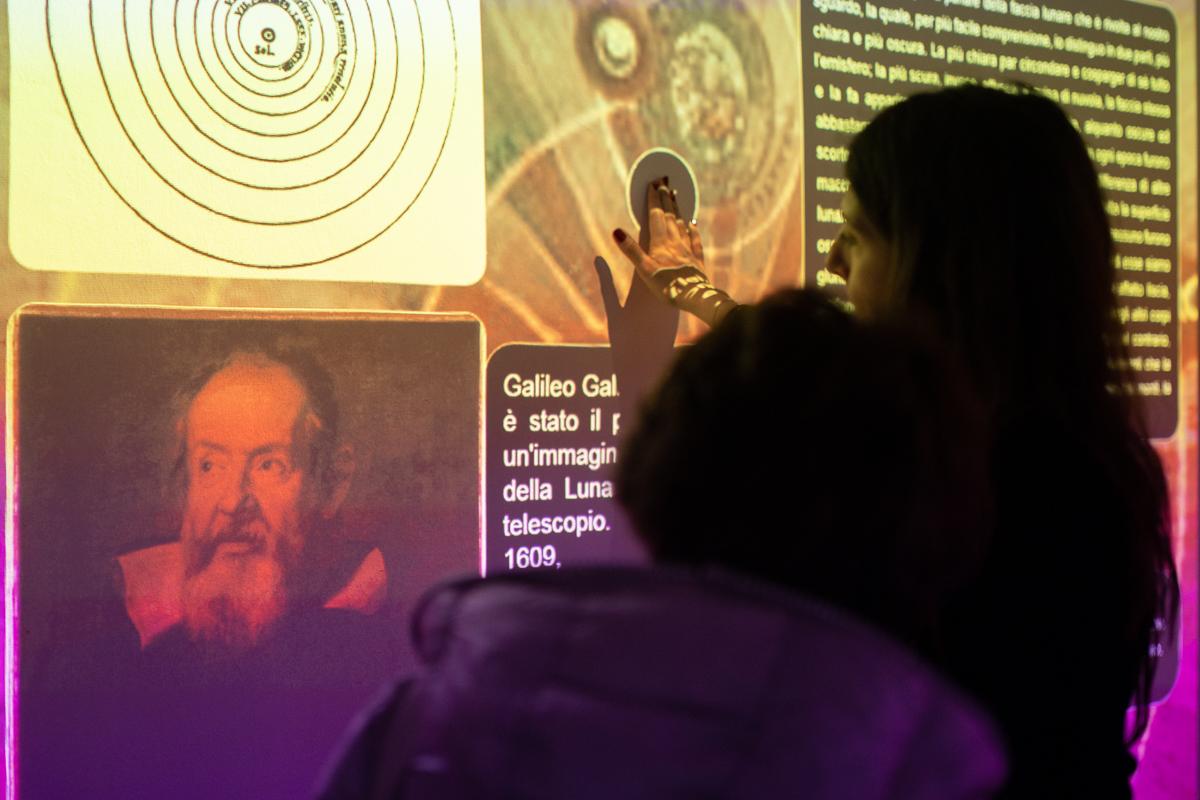 """""""Destinazione Luna. Il futuro è adesso"""" allestita presso lo Spazio Innov@zione della Fondazione CRC"""