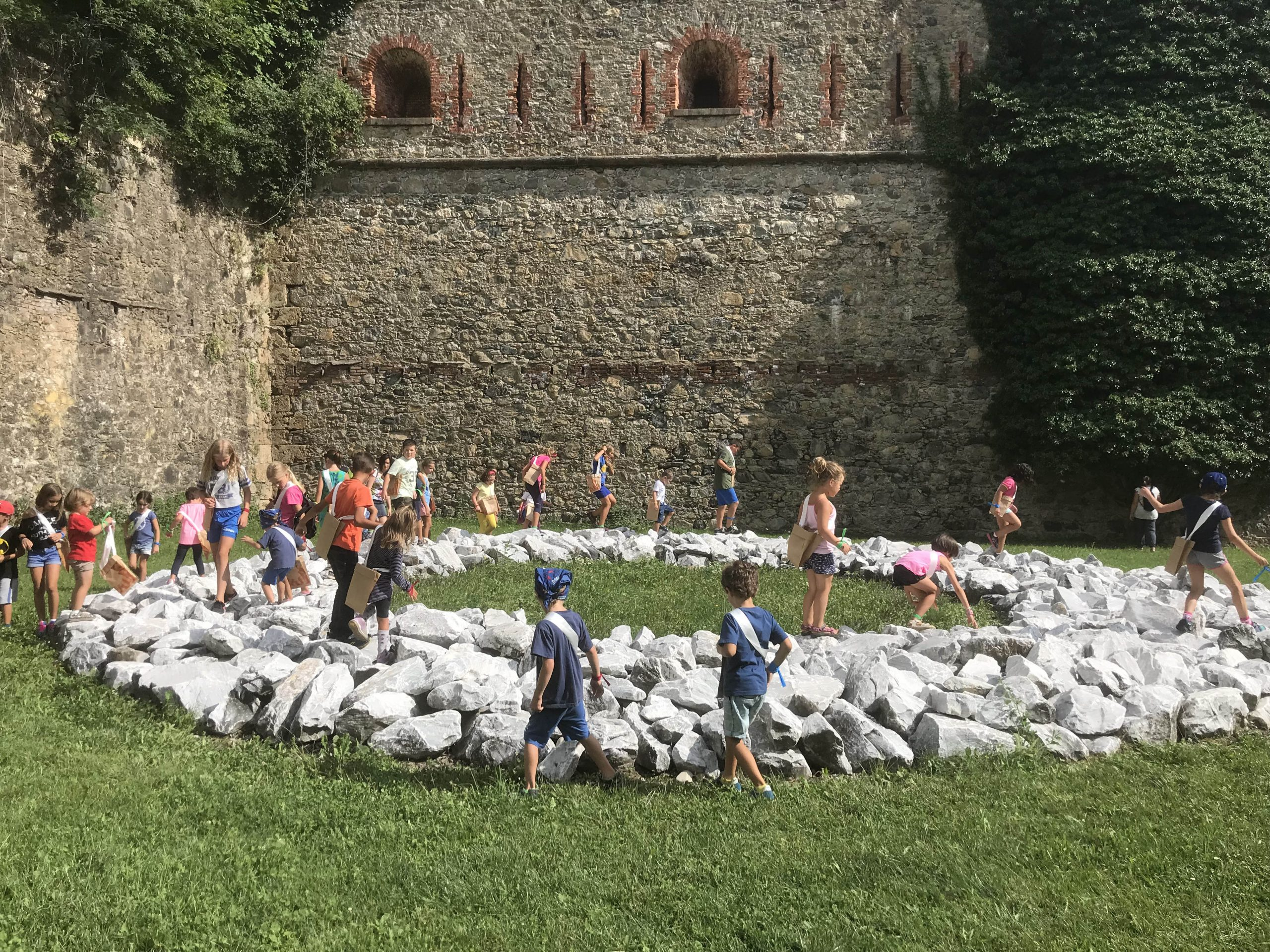 Un'attività didattica con i bambini al Forte di Vinadio lo scorso anno