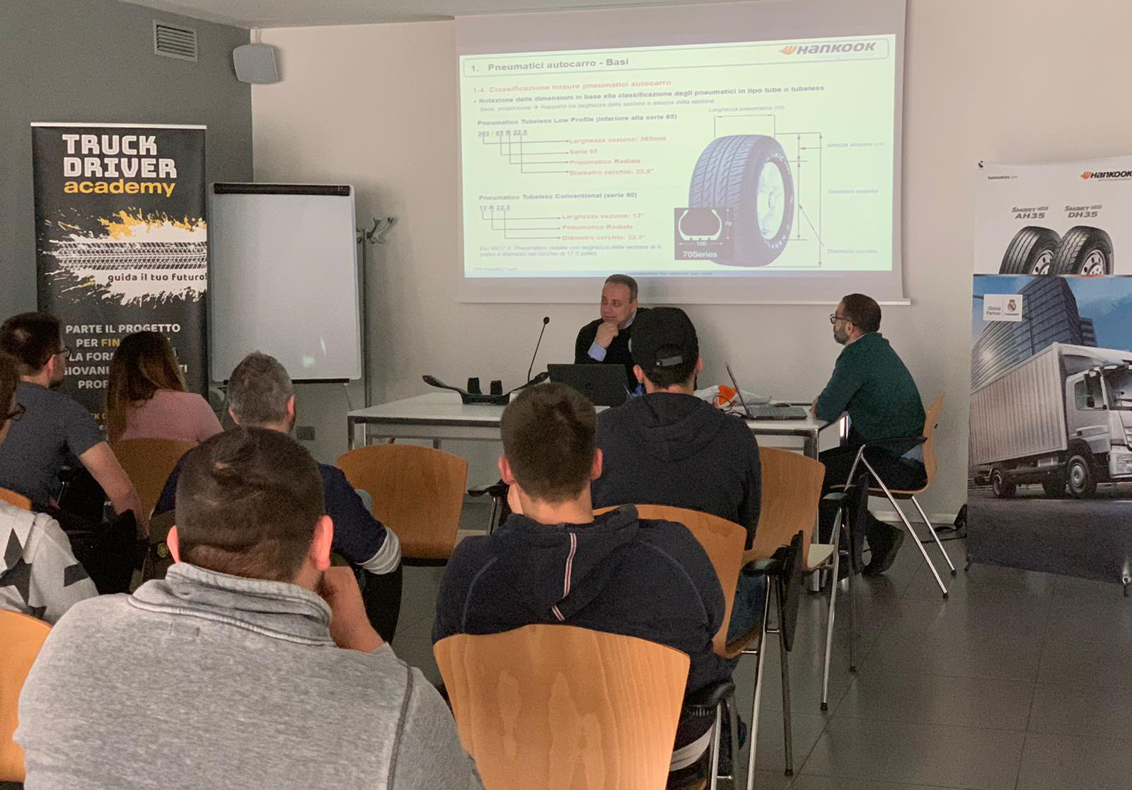 Una lezione di una precedente edizione della Truck Driver Academy (TDA) organizzata da Astra Cuneo